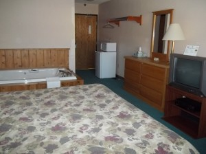Jacuzzi Suite - Chicaugon Lake Inn - Iron River MI Hotels